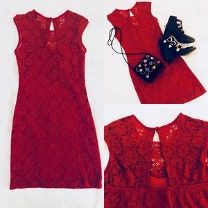Red lacy ModCloth sheath dress ❤️
